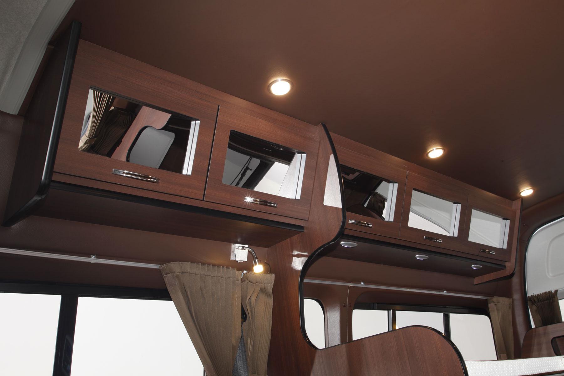 TRAVOIS ハイエースカスタムコンプリートカー SW200SL