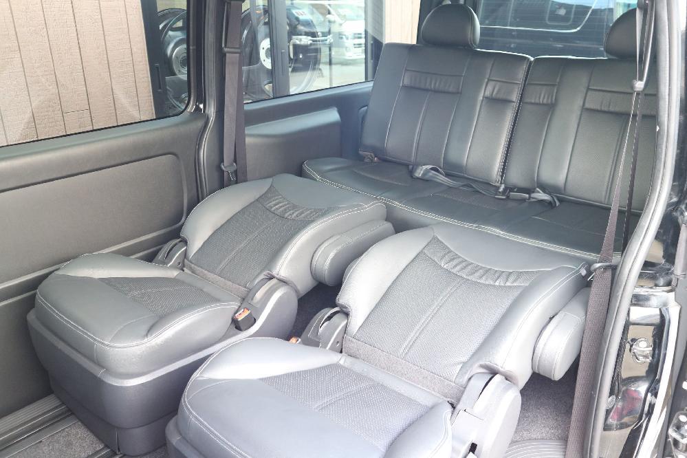 IFUU Industry IF-V7 200系2型ハイエースバンDX ナローボディー 正規乗用車ワゴン登録キャプテンシート7人乗り施工