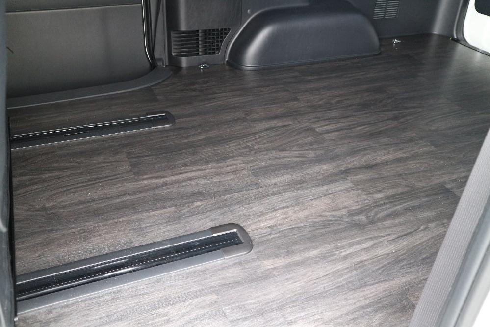 IFUU Industry スライドレール&フロアフローリング施工 200系ハイエースバンS-GL ワイドボディー