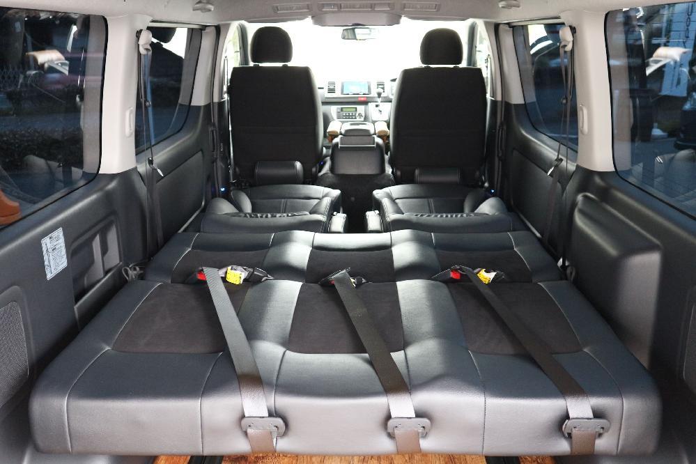 IFUU Industry オーダー内装レイアウト 200系4型ハイエースバンS-GL ナローボディー 正規5ナンバー乗用車登録7人乗りキャプテンシート2脚+T-REVOシート1脚施工