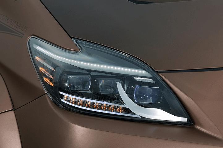 30 プリウス 外装 ライト ヘッドライト Kuhl Racing(クールレーシング) ワンオフ加工 アウディ3連角目ヘッドライト