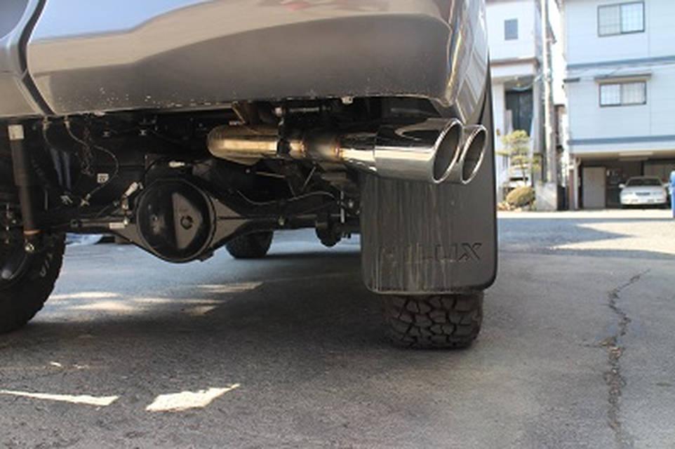 トヨタ ハイラックス HILUX サイド出しマフラー サクソンレーシング SUXON