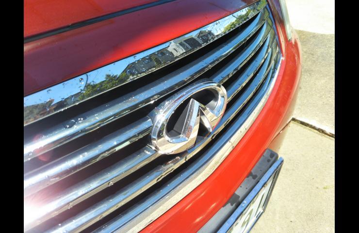 Nissan genuine Infiniti emblemの画像